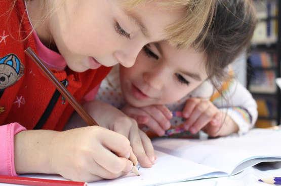 Hypnose et difficultés scolaires : un soutien qui peut tout changer
